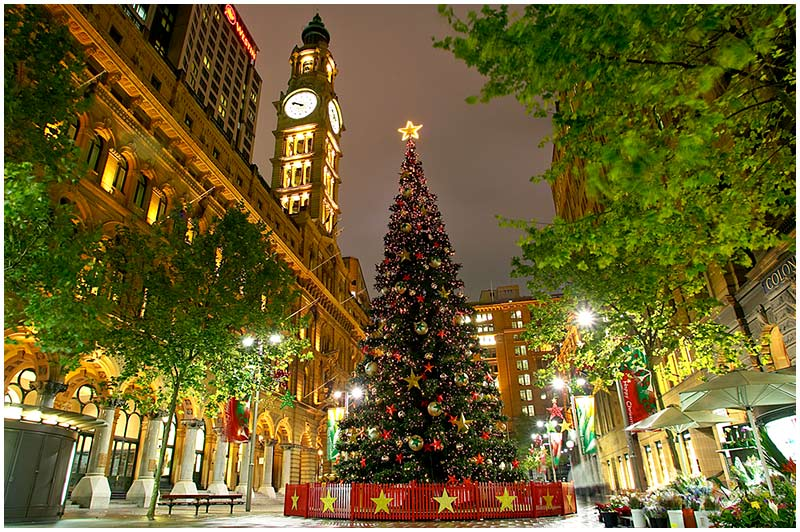 Martin Place, Saturday December 24th 2005. <br /> <br /> Merry Christmas. <br /> <br /> EXIF DATA <br /> Canon 1D Mk II. EF 17-35 f/2.8L@17mm 4s f/6.3 ISO 200.