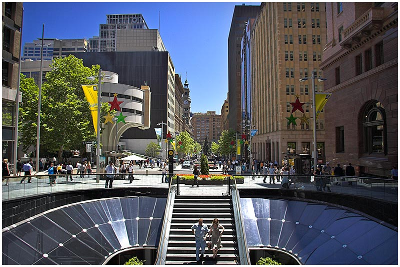 Martin Place, Friday December 9th 2005. <br /> <br /> EXIF DATA <br /> Canon 1D Mk II. EF 17-35 f/2.8L@17mm 1/125s f/6.3 ISO 200.