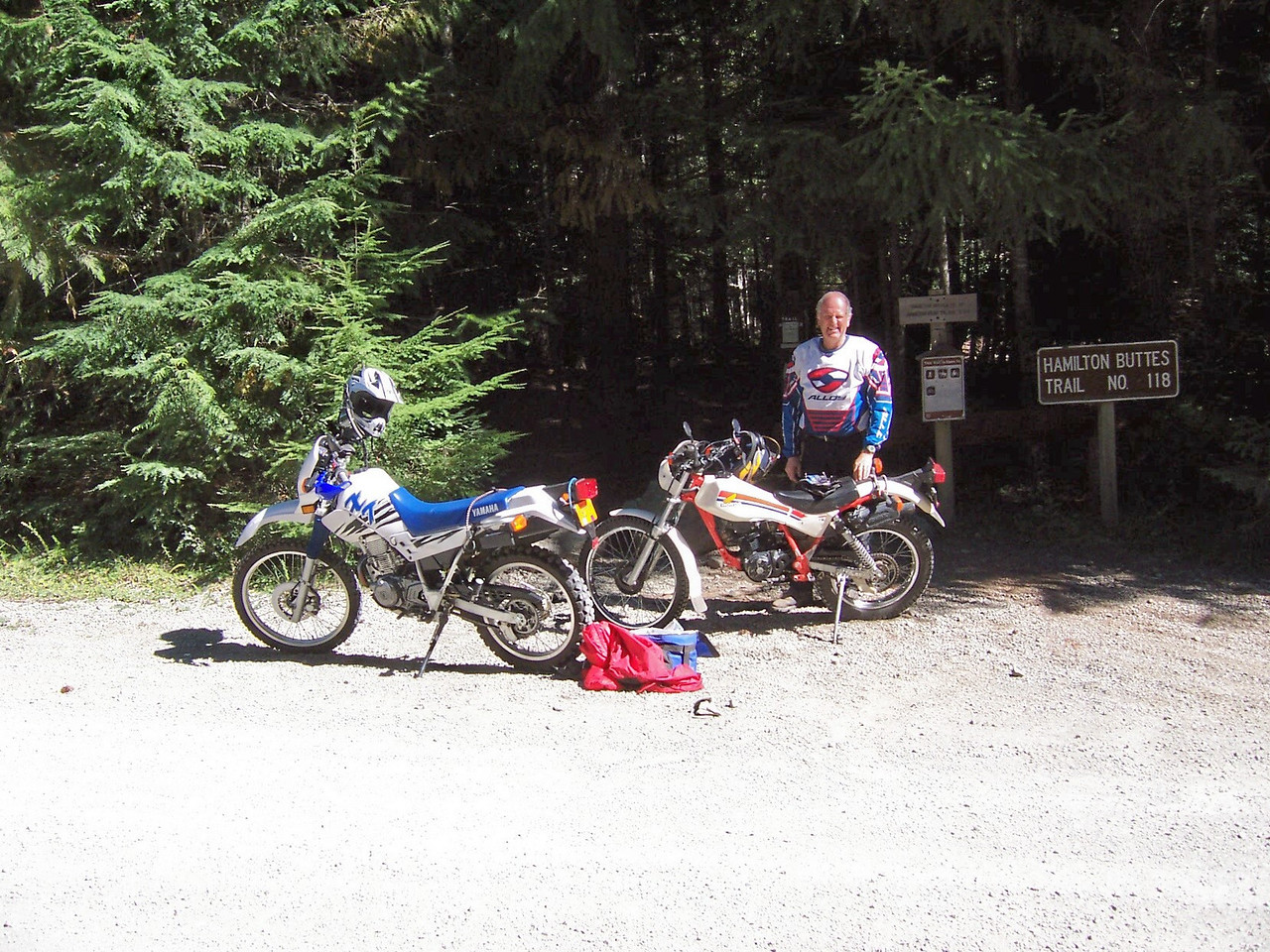 Eric's XT 225 & the Reflex, waiting for the slow riders at start of Hamiton Buttes trail.