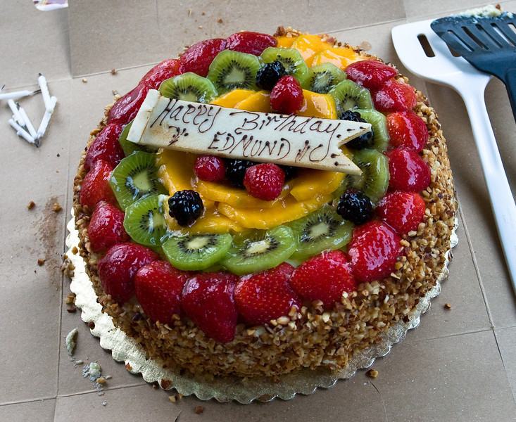 The birthday cake, with lovely fruits