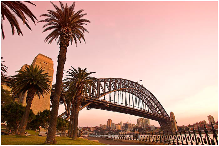 May 30th 2005.<br /> <br /> Dawes Point.<br /> <br /> An early start to my day. I decided to revisit an area I had been to earlier in the month (May 11th)to get some shots of the Harbour Bridge at a similar time. A fabulous pink light filled the sky as the sun came up. With the exception of a few joggers the place was empty.<br /> <br /> EXIF DATA<br /> Canon 1D Mk II. EF 17-35 f/2.8L USM @17mm. 1/4s f/11. Shutter priority. ISO 200.
