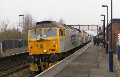 47200 'The Fosse Way' + 47828 'Joe Strummer' arrive at Shifnal with 1Z47 0759 Shrewsbury-York Heartland Rail charter (19/03/2005)