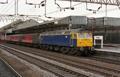 The following weekend saw both F.A. Cup semi-finals held in Cardiff, with ATW once again providing additional trains on the 'Marches'. 47839 pauses at Crewe with 1Z59 0707 Manchester-Cardiff for the Blackburn v Arsenal game (16/04/2005)