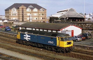 In the last week of loco-haulage on the ATW Chester-Manchester-Holyhead-Manchester-Chester vice-unit turn, 47847 runs round at Holyhead after working 1D37 1003 from Manchester (18/02/2005)