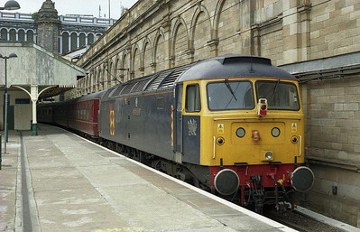 A shortage of loco's had seen West Coast hire in 47145 from Fragonset. 'Myrddin Emrys' is seen here on the rear of 1Z48 at Edinburgh, and would have worked the return 1Z26 back to Leeds later that afternoon, but failed to start with flat batteries. So nea