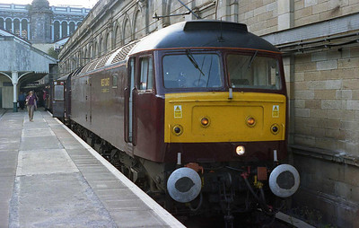 47854 waits to depart from Edinburgh Waverley with 1Z41 1708 return Green Express charter to Rochdale. The lack of the usual headboards was due to the train being hastily rerouted via the 'Sub' after the failure of 47851 with an AWS defect (20/08/2005)