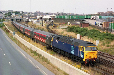 The following afternoon, 47501 is seen shunting the empty stock for the 1607 to London from the station yard into the platform at Holyhead (17/07/2005)