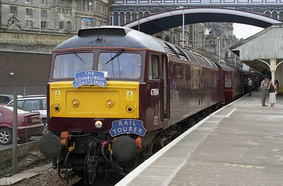 Suitably adorned with appropriate headboards, 47854 waits to depart from Edinburgh with the return 1Z62 1645 to Bridlington (09/07/2005)