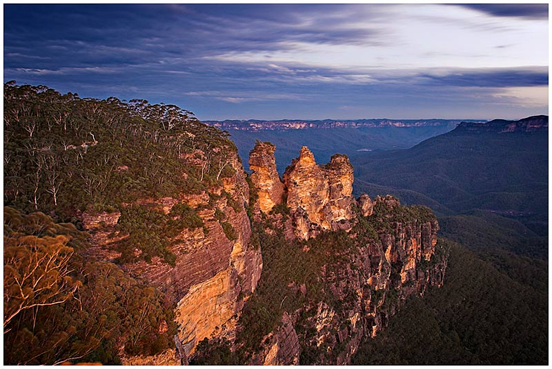 The Three Sisters, Katoomba, Blue Mountains, Saturday September 10th 2005. <br /> <br /> EXIF DATA <br /> Canon 1D Mk II. EF 17-35 f/2.8L@17mm 10secs f/7 ISO 100.