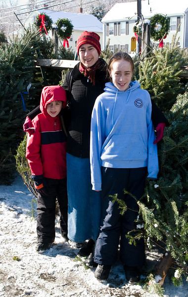 Chantal and the kids choosing a tree