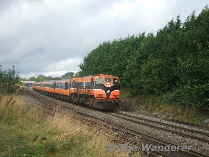 075 passes Cherryville Jct working the 0705 Ballina - Connolly Special, Mk2d. Sun 17.09.06