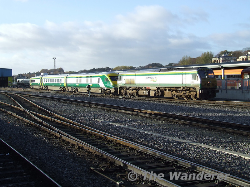 History in the making! 228 drags Mk4 set 4005 and errant 219 on the rear into Heuston with the delayed 0930 Cork- Heuston. Tues 21.11.06