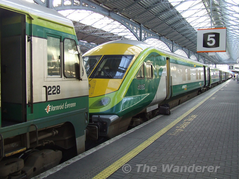 228 and 4005 at Heuston. Tues 21.11.06