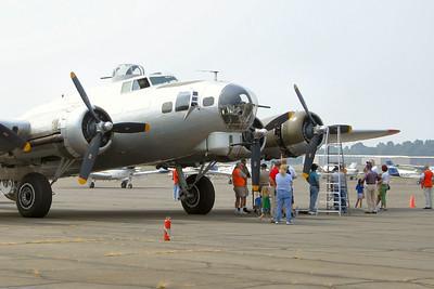 2006-08-B-17-Flight-KHEF-Manassas