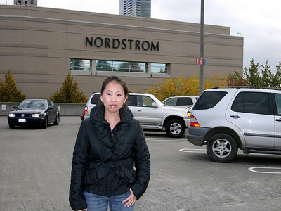 2006-10-20 Tracy at Bellevue Square Mall