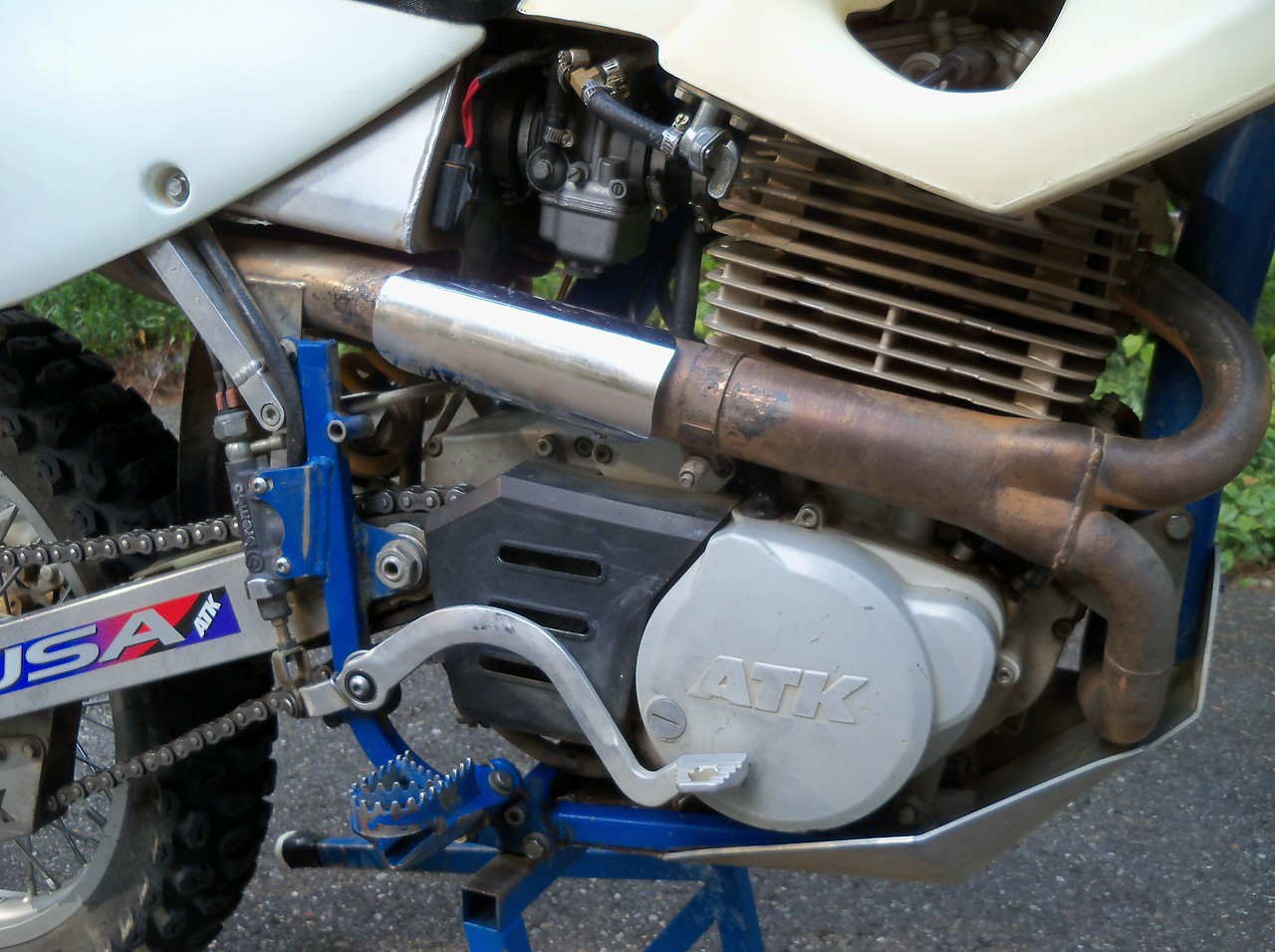 Rejetted from a lean 182 main to a 188 main which runs much cooler.. Race bikes use a 190...