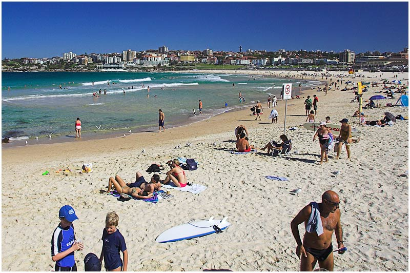 Bondi Beach, Friday April 14th 2006. <br /> <br /> Hot weather and a public holiday saw people flock to the beaches today. <br /> <br /> EXIF DATA <br /> Canon 1D Mk II. EF 17-35mm f/2.8L@24mm 1/400s f/8 ISO 200.