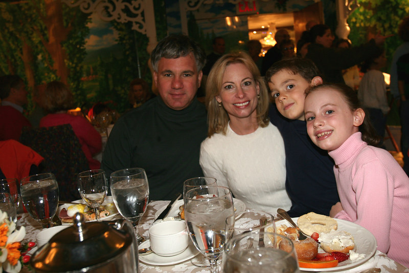 "The Miniter Family at <a href=""http://tglclassic.com/index.htm"">4th annual Thomas G. Labrecque Foundation Classic</a>:  A Road Race in Central Park to Benefit Lung Cancer Research followed by a brunch at <a href=""http://69.0.173.64/tg1003/newsite/index.asp?headinfo=home"">Tavern on the Green</a> hosted by Sheila Labrecque for family and friends of the Labrecque family, including special friends from event sponsor <a href=""http://www.jpmorganchase.com/cm/cs?pagename=Chase/Href&urlname=jpmc/community/philanthropy""> JP Morgan Chase</a> family"