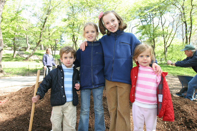 The Little Princess of the Park, Serena Miniter makes some new friends at the mulching event