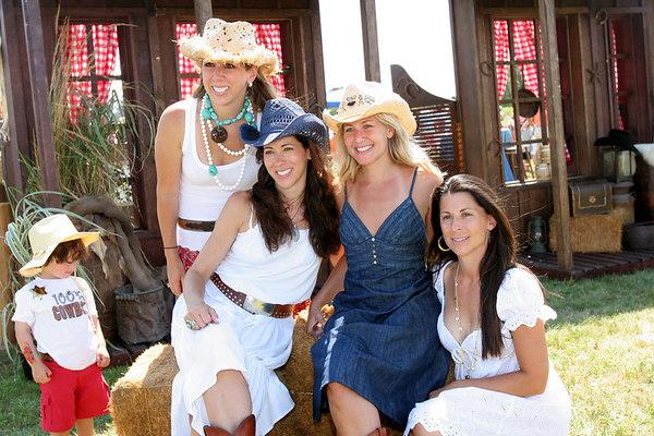 Event Co-Chairs: Jackie Harris Hochberg, Roxanne Palin, Cathy Schwartz and Tasha Genatt