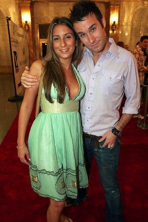 "<a href=""http://www.gawker.com/news/page-six/sarah-polonsky-signs-on-as-page-sixs-latest-alcoholic-may-replace-a-departing-alcoholic-187774.php"">Sarah Polonsky</a> of Page 6 and ?"