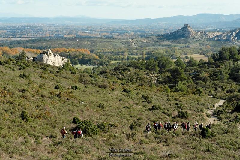 Aureille - Val de Lègue Au loin, Chateau de la Reine Jeanne à Eyguières