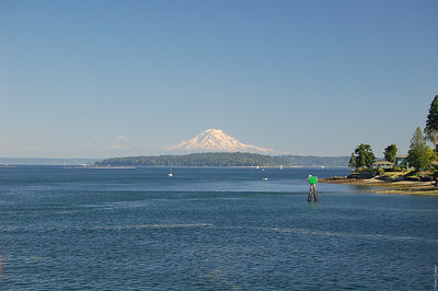 Shortly after we left Bremerton (return trip, obviously), we got a pretty good view of Mount Rainer again.  Too bad it was a very hazy day.