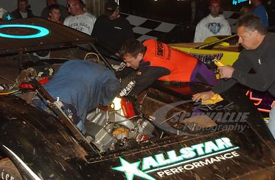 Chris Madden helps Scott Bloomquist change a motor
