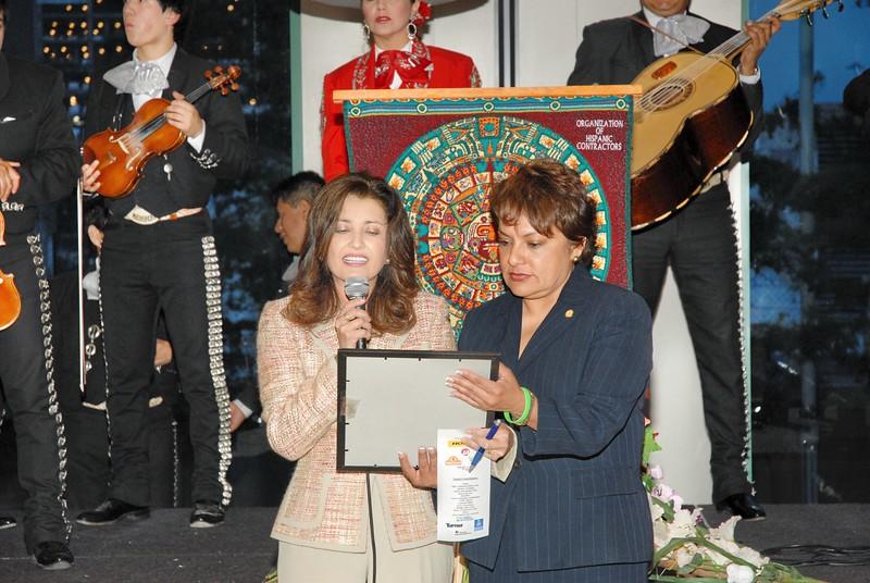 Dr. Elba García, City of Dallas Deputy Mayor Pro Tem and Pauline Medrano, City of Dallas Council Member present the City of Dallas Proclamation in English and Spanish