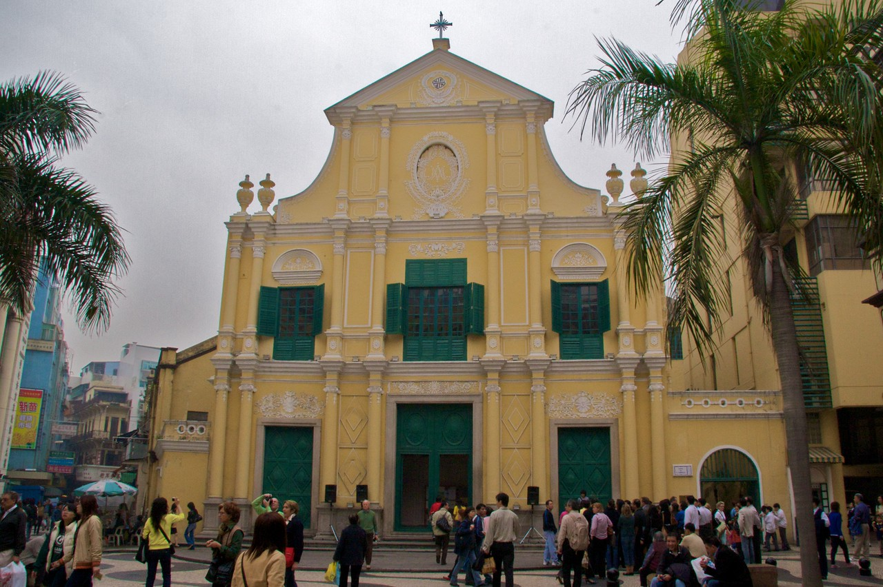 S. Domingos • The façade of the church of St Dominic in Macau, also covered in yellow stucco like the buildings surrounding the adjacent Largo do Senado.