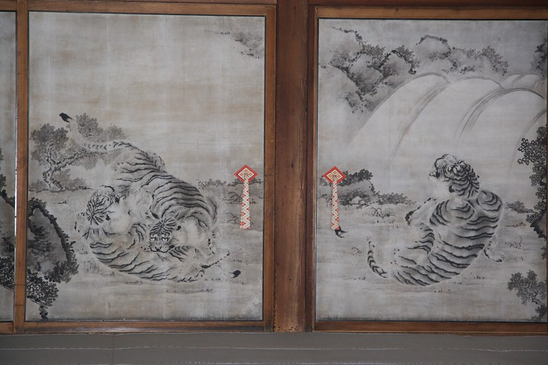 Tigers frolicking • A painting on a wall panel at the Imperial Palace, Kyoto. The guide told us that the painter would never have seen a tiger (they're not, after all, native to Japan), and so would have had to rely on other paintings and his own imagination.