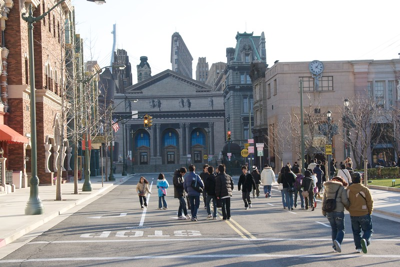 New York street scene • At Universal Studios Japan, Osaka. In the distance, you can see a flat scene-piece depicting various New York buildings, including the Flatiron Building; to the left of this picture was also a part of the Guggenheim Museum.