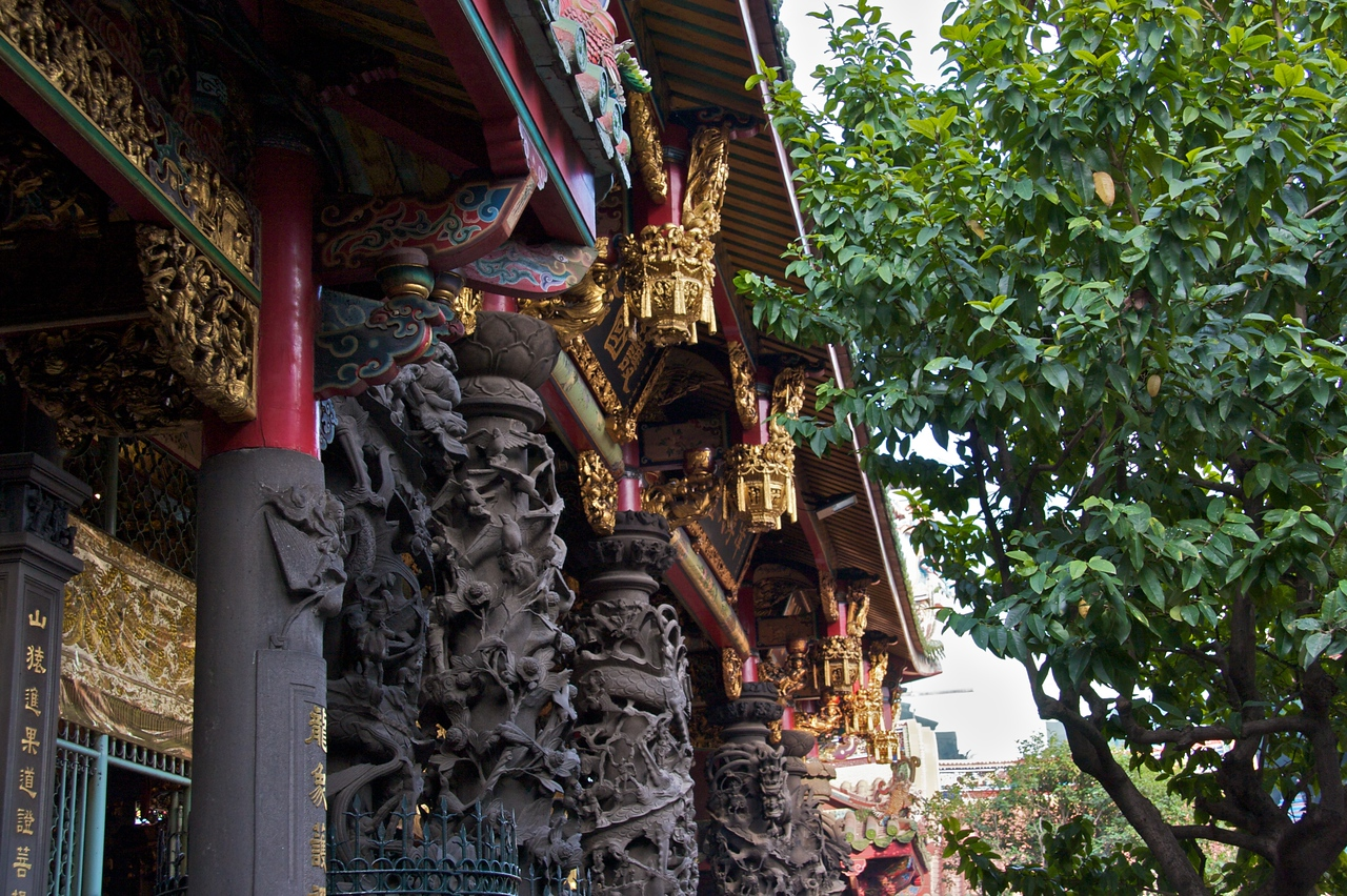 Longshan Temple roof detail
