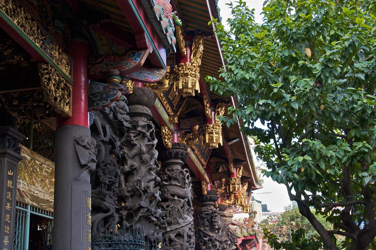 Longshan Temple roof detail