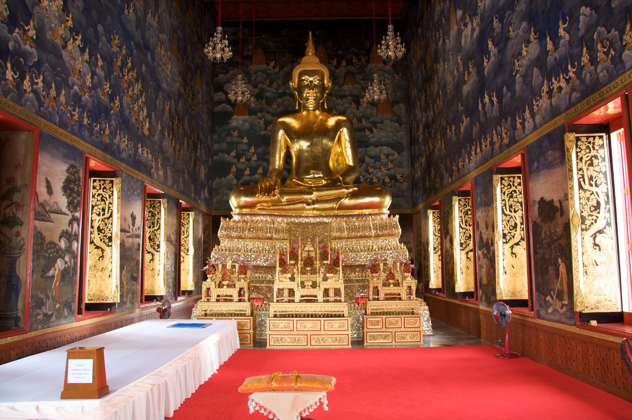 Buddha • The statue of Buddha in one of the halls at Wat Thewarat Kunchon in Bangkok.