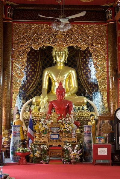 Statues • Statues at Wat Chaimongkol in Chiang Mai.