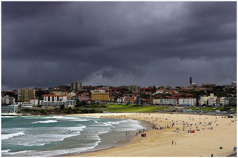 Bondi Beach, Tuesday January 17th 2006. <br /> <br /> Just before the storm. <br /> <br /> EXIF DATA <br /> Canon 1D Mk II. EF 17-35mm f/2.8L@35mm 1/160s f/13 ISO 200.
