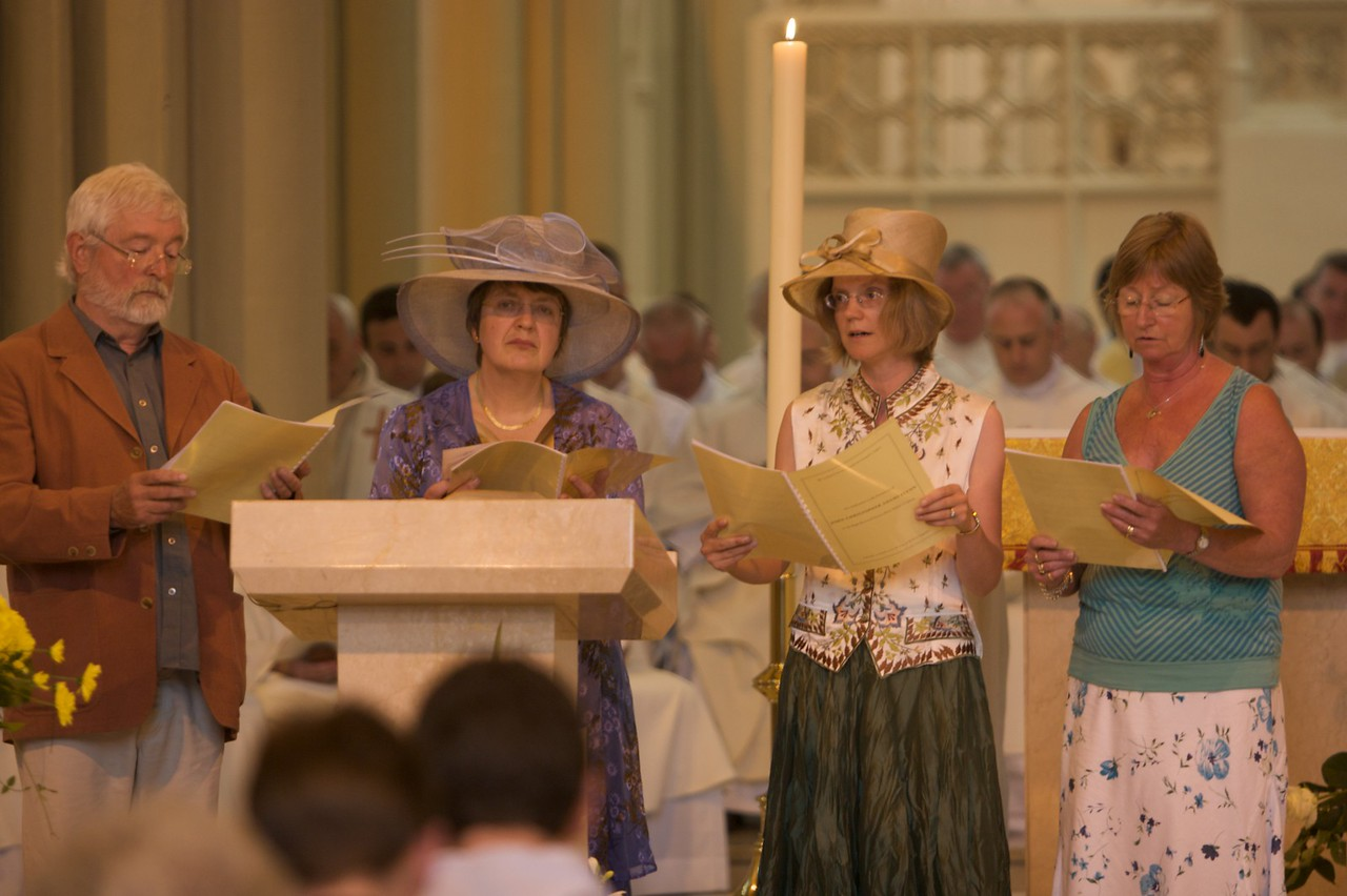Psalm • Here you can see the Psalm being sung by Mummy and Sarah, accompanied by John and Celia Garrick. The whole choir from our parish in Witney came to sing at the Ordination.