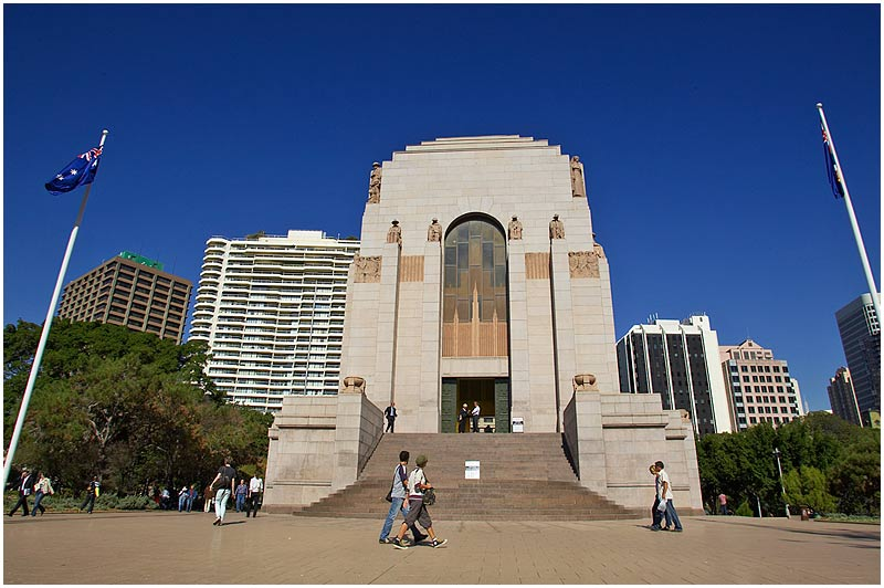 "Sydney, Hyde Park, Wednesday July 5th 2006.   The Anzac War Memorial.  For information on this building please click <a href=""http://www.anzacday.org.au/education/tff/memorials/nsw.html"" target=""_blank""><strong><em>here</em></strong>.</a>    EXIF DATA  Canon 1D Mk II. EF 17-35 f/2.8L@17mm 1/250 f/14 ISO 200."