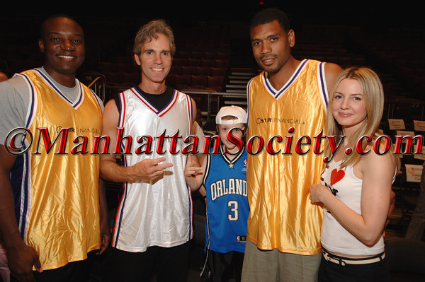Kwame Jackson, Jay Sugarman, Arno Sugarman, Allan Houston & Kelly Sugarman at iStar Financial 4th Annual Charity Shootout at Madison Square Garden Benefitting Robin Hood Foundation and Human Rights First