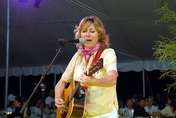 "<a href=""http://www.marthawainwright.com/"">Martha Wainwright</a>"