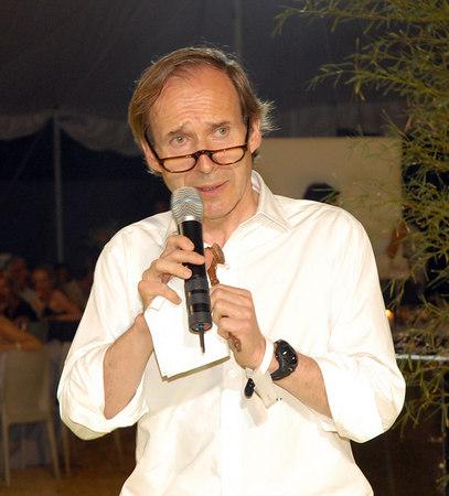 "<a href=""http://www.phillipsdepury.com/about.asp?id=30&doc=10"">Simon de Pury</a>"