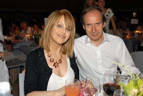 "<a href=""http://en.wikipedia.org/wiki/Claudia_Cohen"">Claudia Cohen</a> & <a href=""http://www.phillipsdepury.com/about.asp?id=30&doc=10"">Simon de Pury</a>"