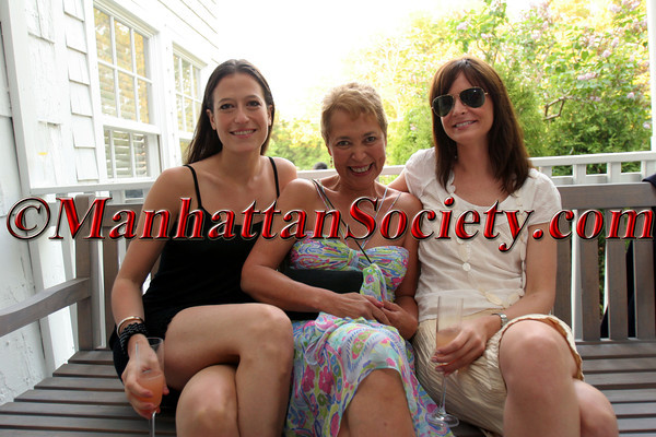 "Maggie Katz, Wanda Murphy & Annie Churchill at Ezair Gallery in Southampton for Wanda Murphy's solo show of her ""In Memory of You"" Collection"