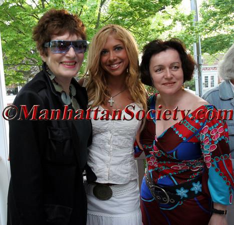 Jackie Rogers, Samantha Cole and designer Joanna Mastroianni
