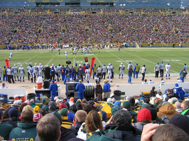 The Packers beat the Lions in a pretty unexciting game.