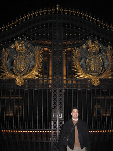 Craig, at the gates of Buckingham Palace