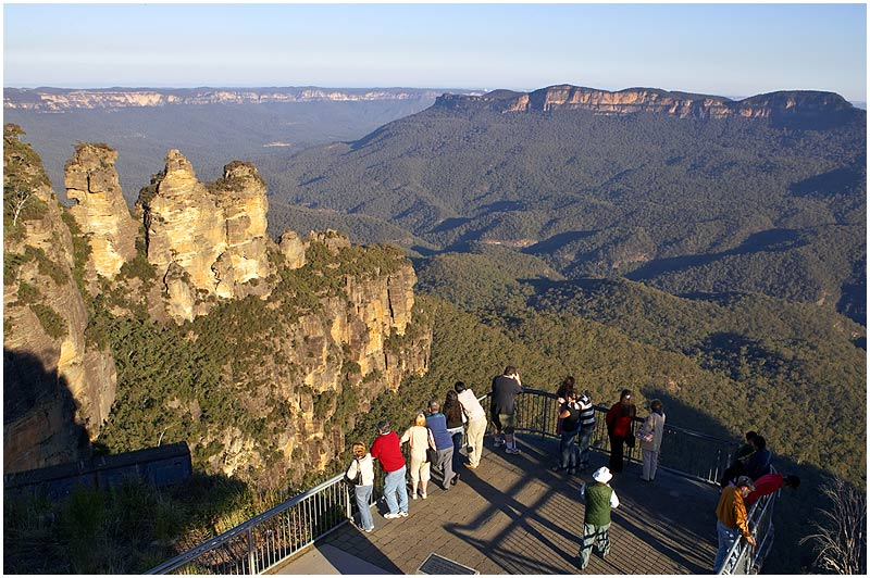 Katoomba, Blue Mountains, Sunday May 21st 2006. <br /> <br /> Echo Point Lookout. <br /> <br /> <br /> EXIF DATA <br /> Canon 1D Mk II. EF 24-70mm f/2.8L@24mm 1/80s f/14 ISO 200.