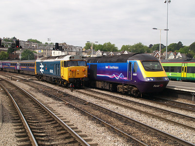 50031 Heads East and passes 43009 heading to Swansea.