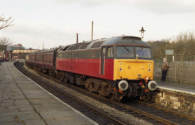 A bonus feature of yesterday's theme day was an extra diesel diagram on the Sunday, which prompted several of us to make a weekend of it. 47575 waits to cross a steam-hauled service at Ramsbottom with the 1507 Rawtenstall-Heywood (19/02/2006)